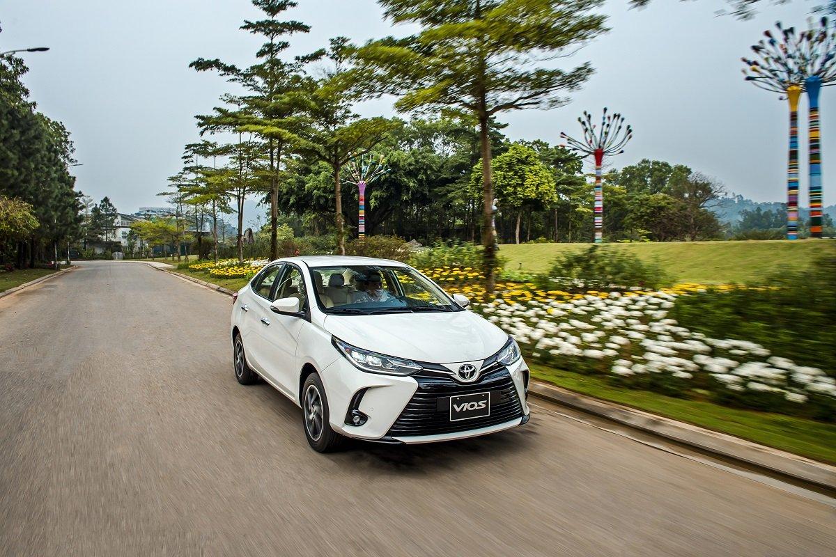 """Hỗ trợ lên đến 30 triệu lệ phí trước bạ -  """"Cú sút tung lưới"""" đối thủ của Toyota Vios a7"""