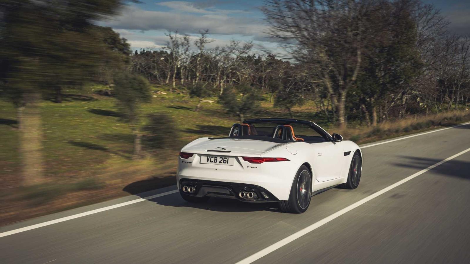 Jaguar F-Type 2022 chỉ trang bị động cơ V8 mạnh mẽ.