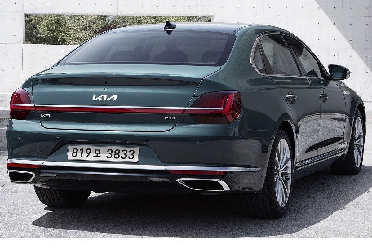 Kia K9 trang bị đèn hậu LED trải dài ở đuôi xe.