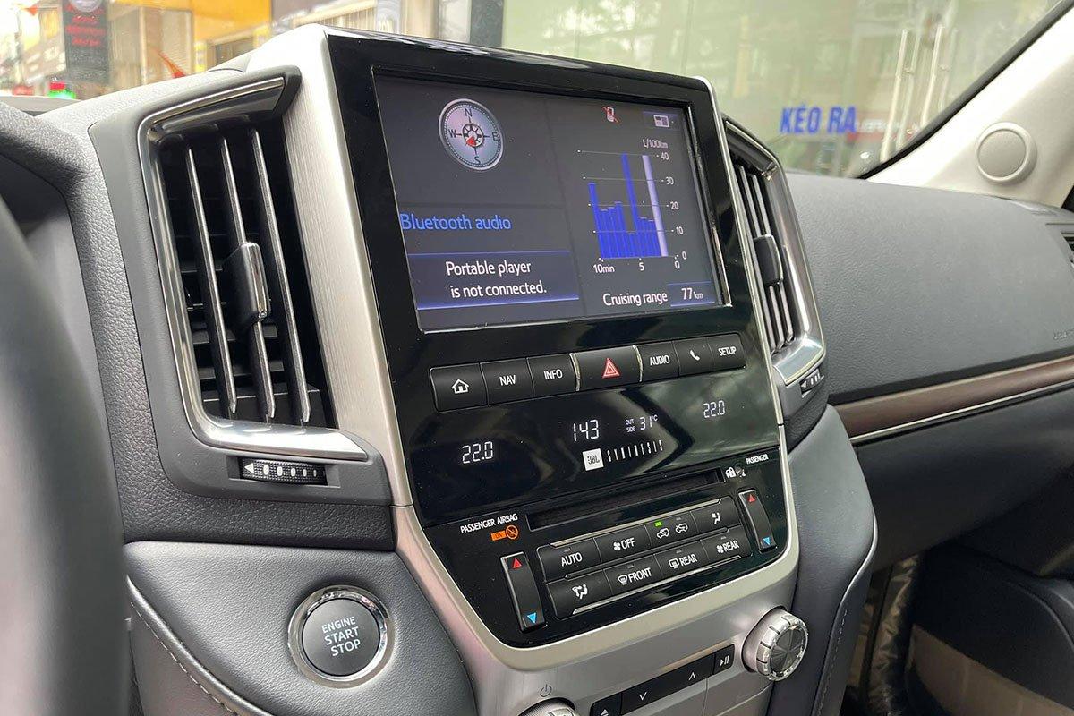 Sắp ra mắt thế hệ mới, chiếc Toyota Land Cruiser 2021 màu độc cuối cùng về Việt Nam tìm chủ 8
