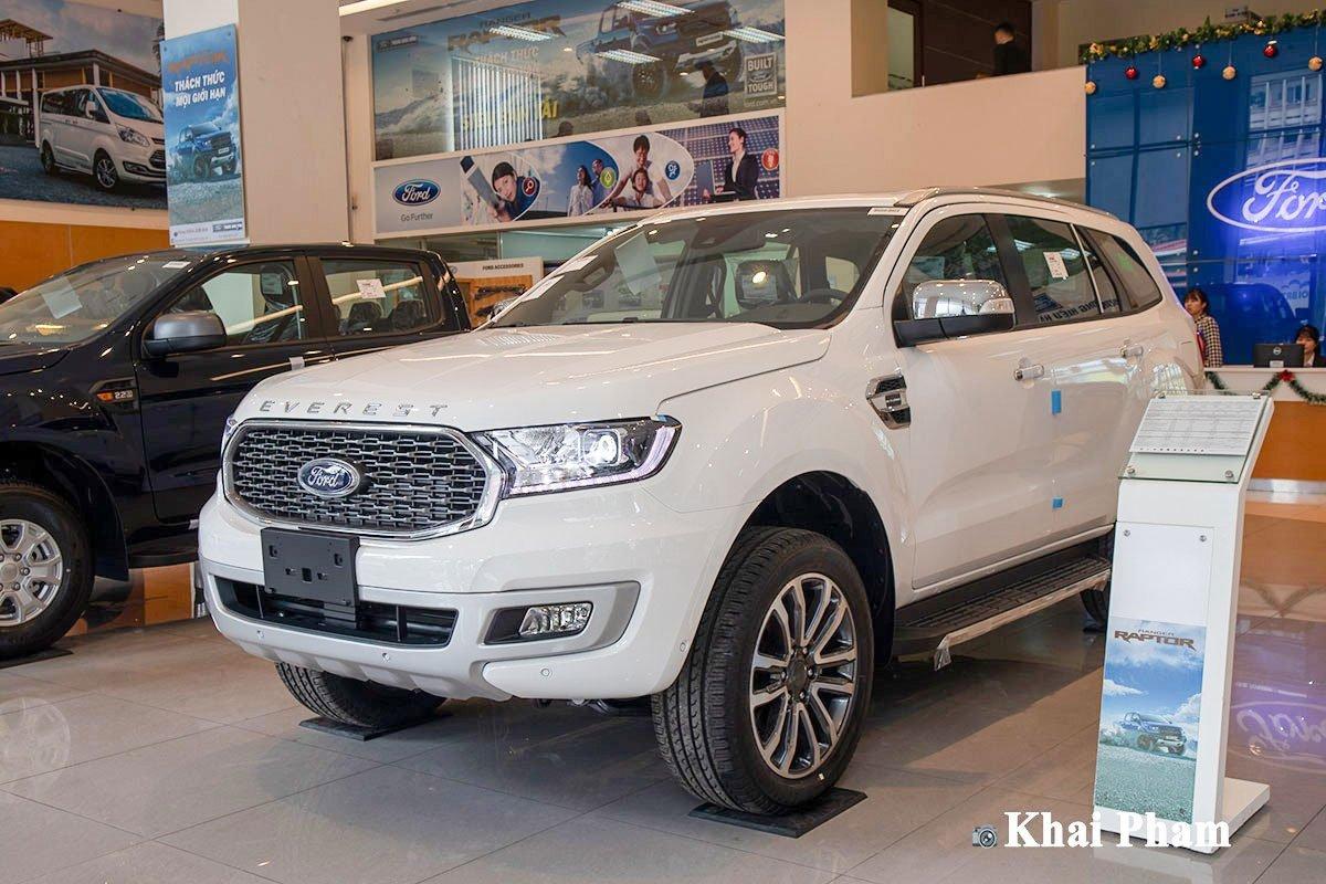 Ford Everest đang giảm lên đến 50 – 70 triệu đồng tùy phiên bản.