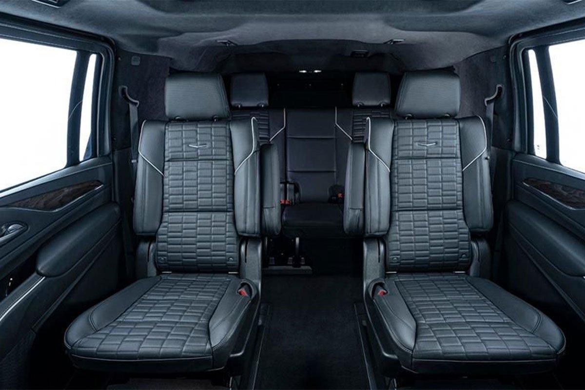 Hàng ghế sau của Inkas Cadillac Escalade 2021 bọc giáp.
