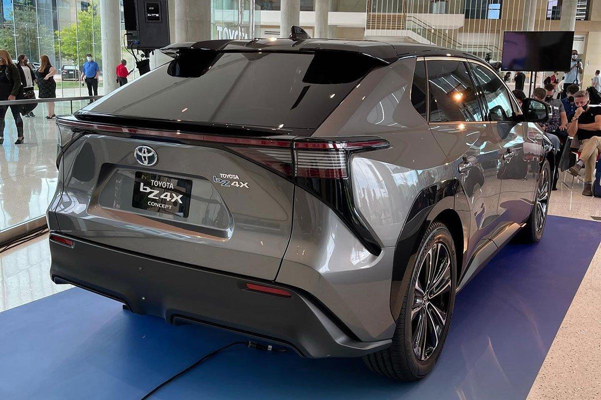 Ảnh thực tế Toyota bZ4X, chưa thấy chiếc xe Toyota nào đẹp thế này! a5