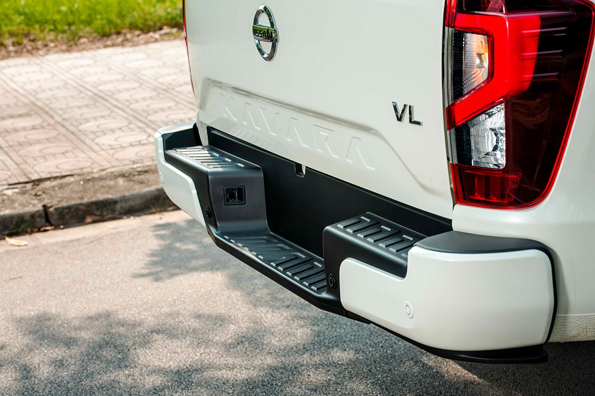 Chốt giá 895 triệu đồng, Nissan Navara 4WD 2021 có gì đấu Ford Ranger?a20