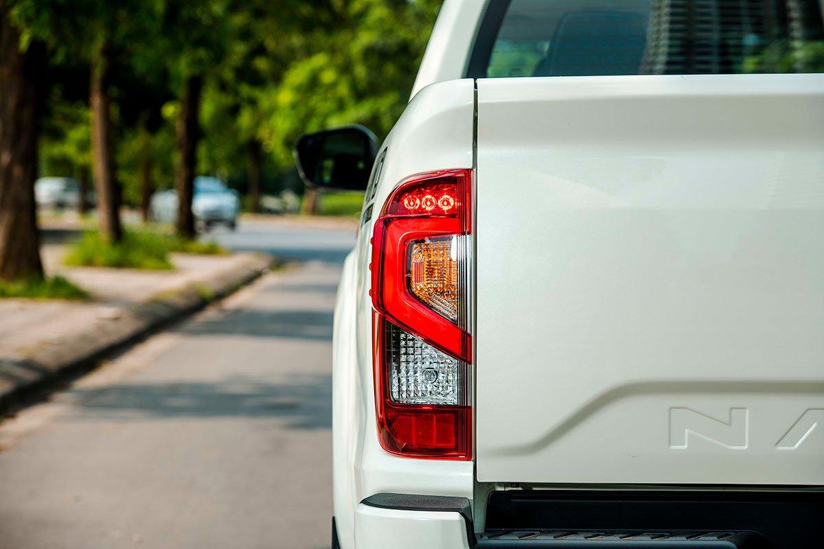 Chốt giá 895 triệu đồng, Nissan Navara 4WD 2021 có gì đấu Ford Ranger?a19
