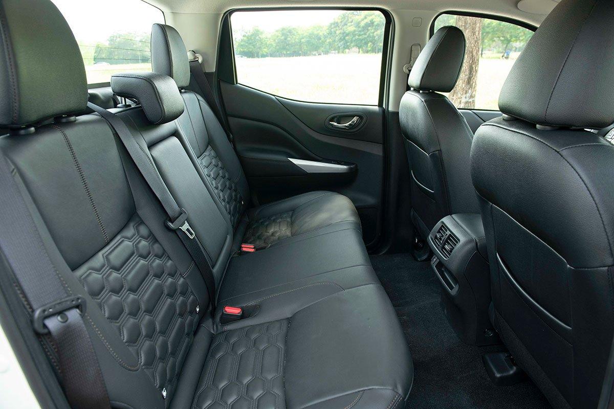 Chốt giá 895 triệu đồng, Nissan Navara 4WD 2021 có gì đấu Ford Ranger?a29