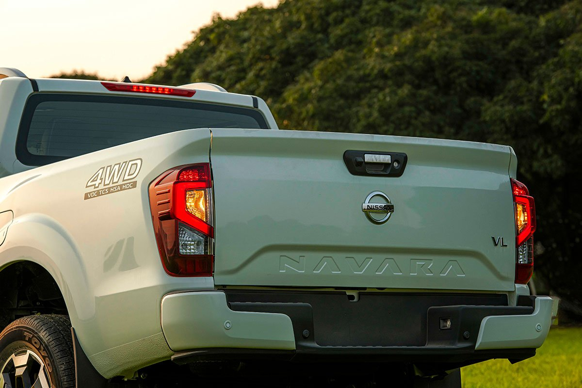Chốt giá 895 triệu đồng, Nissan Navara 4WD 2021 có gì đấu Ford Ranger?a21