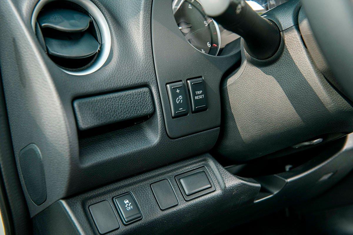 Chốt giá 895 triệu đồng, Nissan Navara 4WD 2021 có gì đấu Ford Ranger?a33