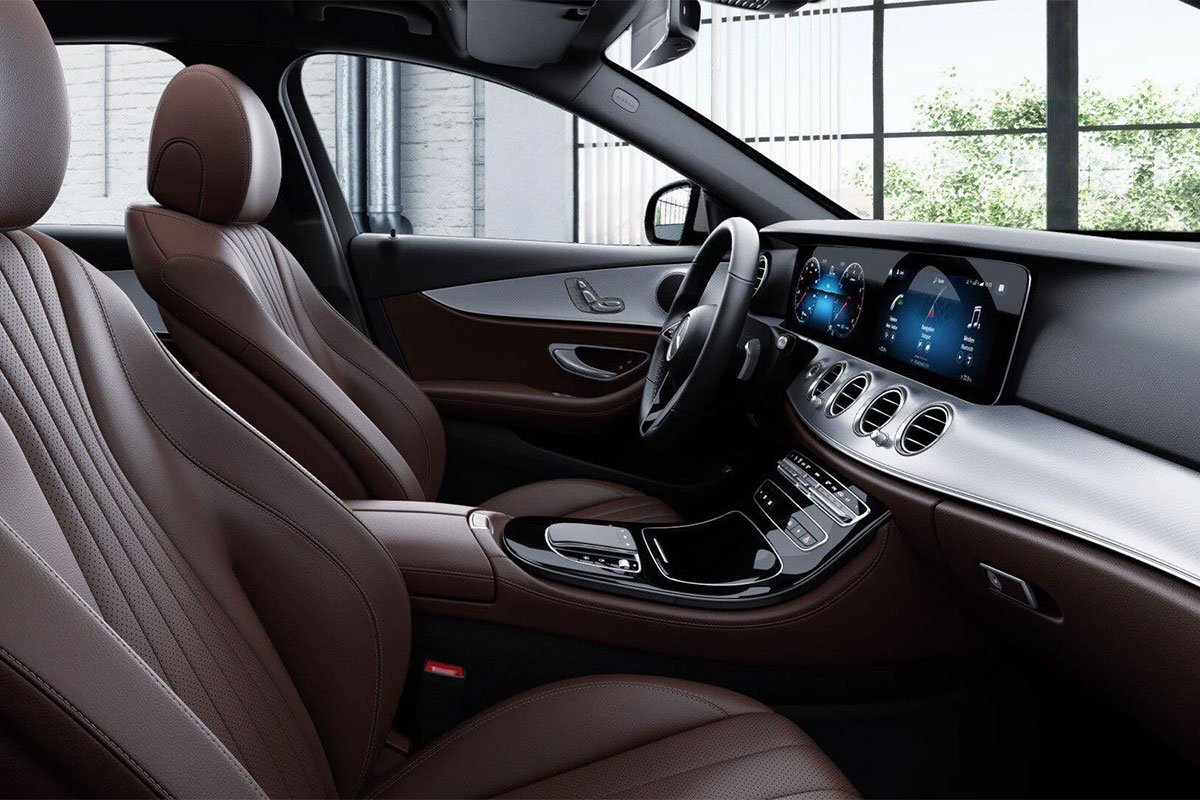 Mercedes-Benz E180 2021 trang bị ghế ngồi thể thao bọc da.