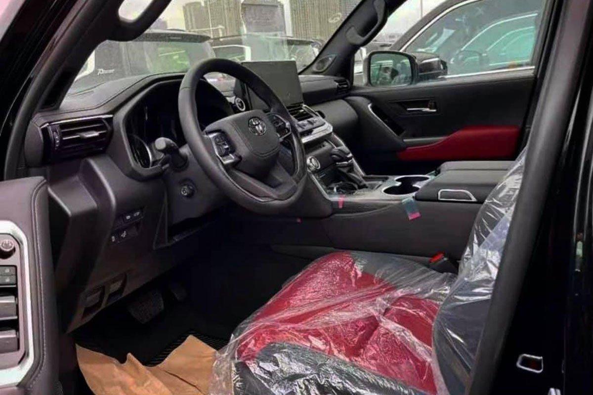 Chiêm ngưỡng ảnh thực tế nội thất Toyota Land Cruiser 2022 hoàn toàn mới, ai còn chê già nữa a4