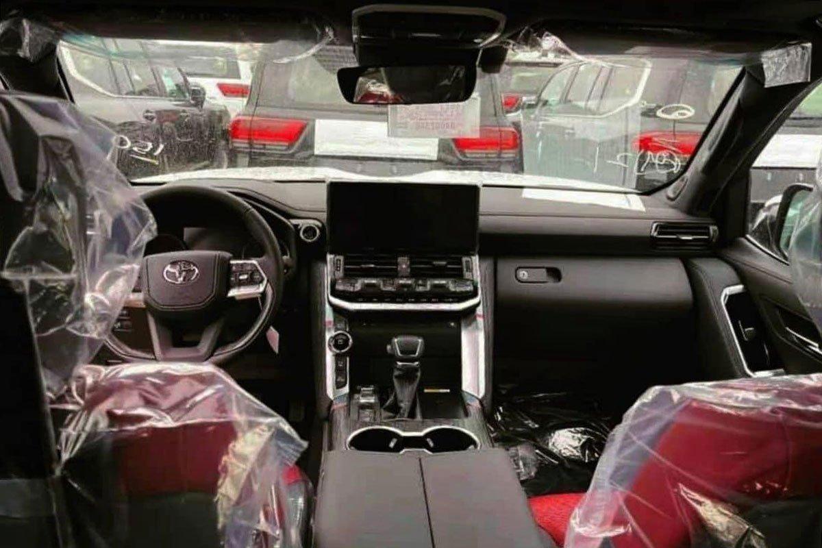 Chiêm ngưỡng ảnh thực tế nội thất Toyota Land Cruiser 2022 hoàn toàn mới, ai còn chê già nữa a1
