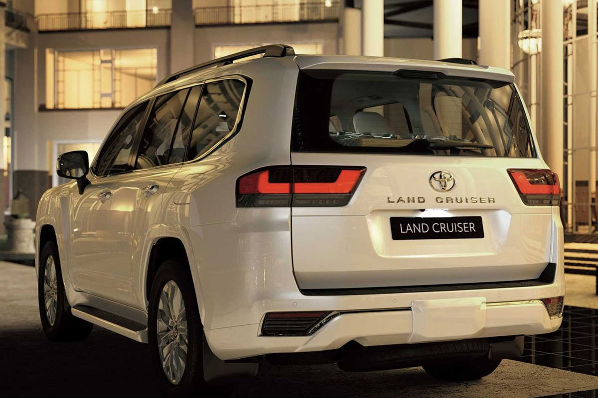 Ảnh Đuôi xe Toyota Land Cruiser 2022