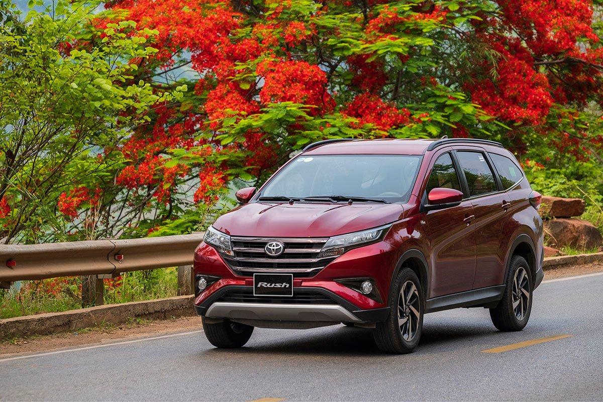 Mẫu xe Toyota Rush tiếp tục ghi nhận mức tăng trưởng 449 xe.