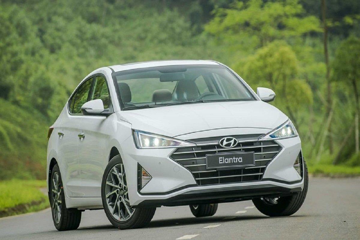 doanh sốHyundai Elantra đạt 261 xe, tăng 52 xe so với tháng 4/2021 1