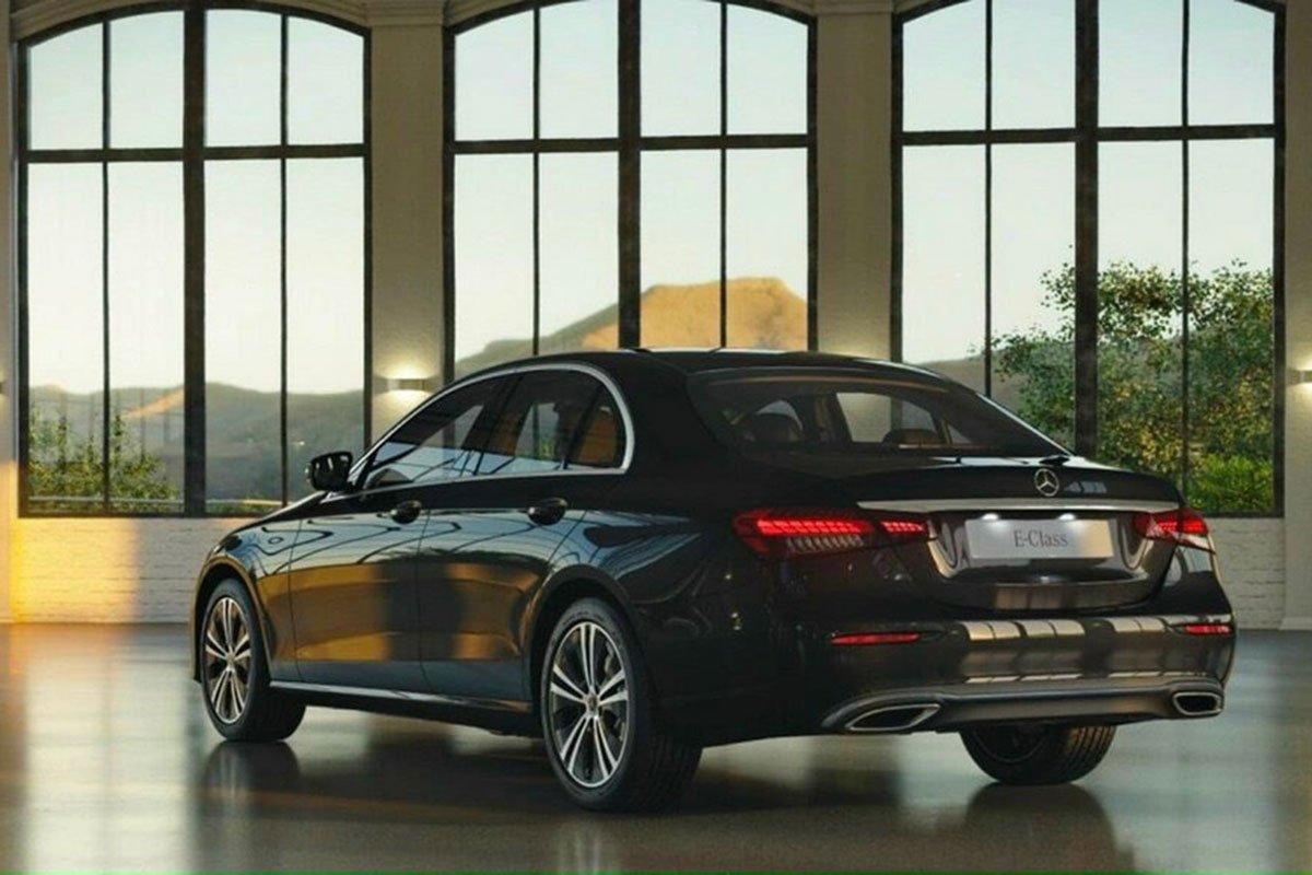 Đuôi xe của Mercedes-Benz E 180 cũng trung thành với thiết kế dòng E-Class.