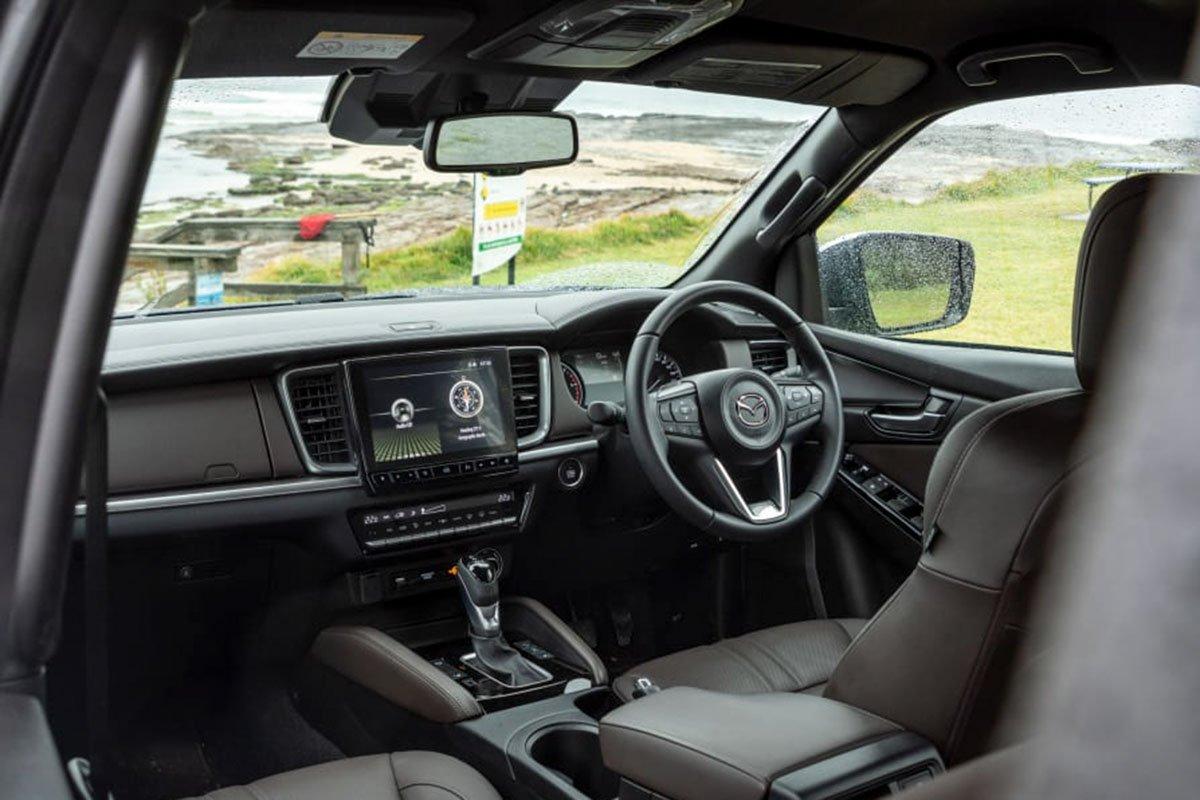 Nội thất Mazda BT-50 2021.