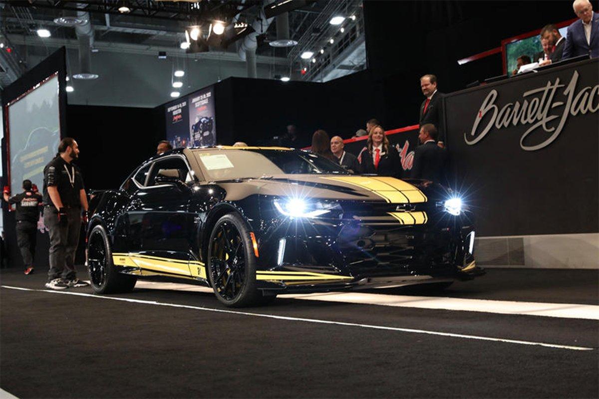 Chevy Camaro ZL1 Hertz/Hendrick Motosports Editon 2020 được bán với giá 250.000 USD.