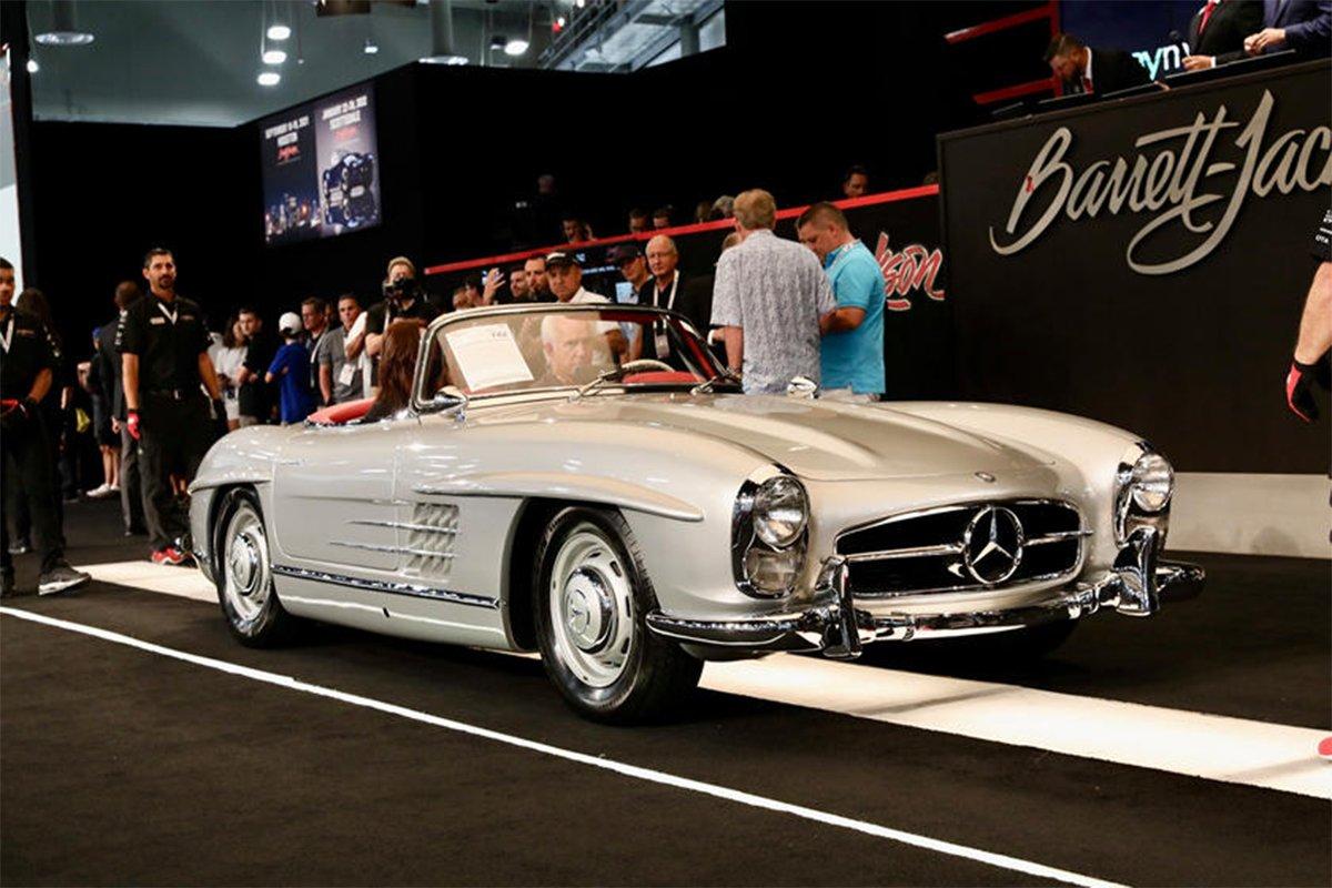 Mercedes 300 SL 1955 được bán với giá 1.045.000 USD.