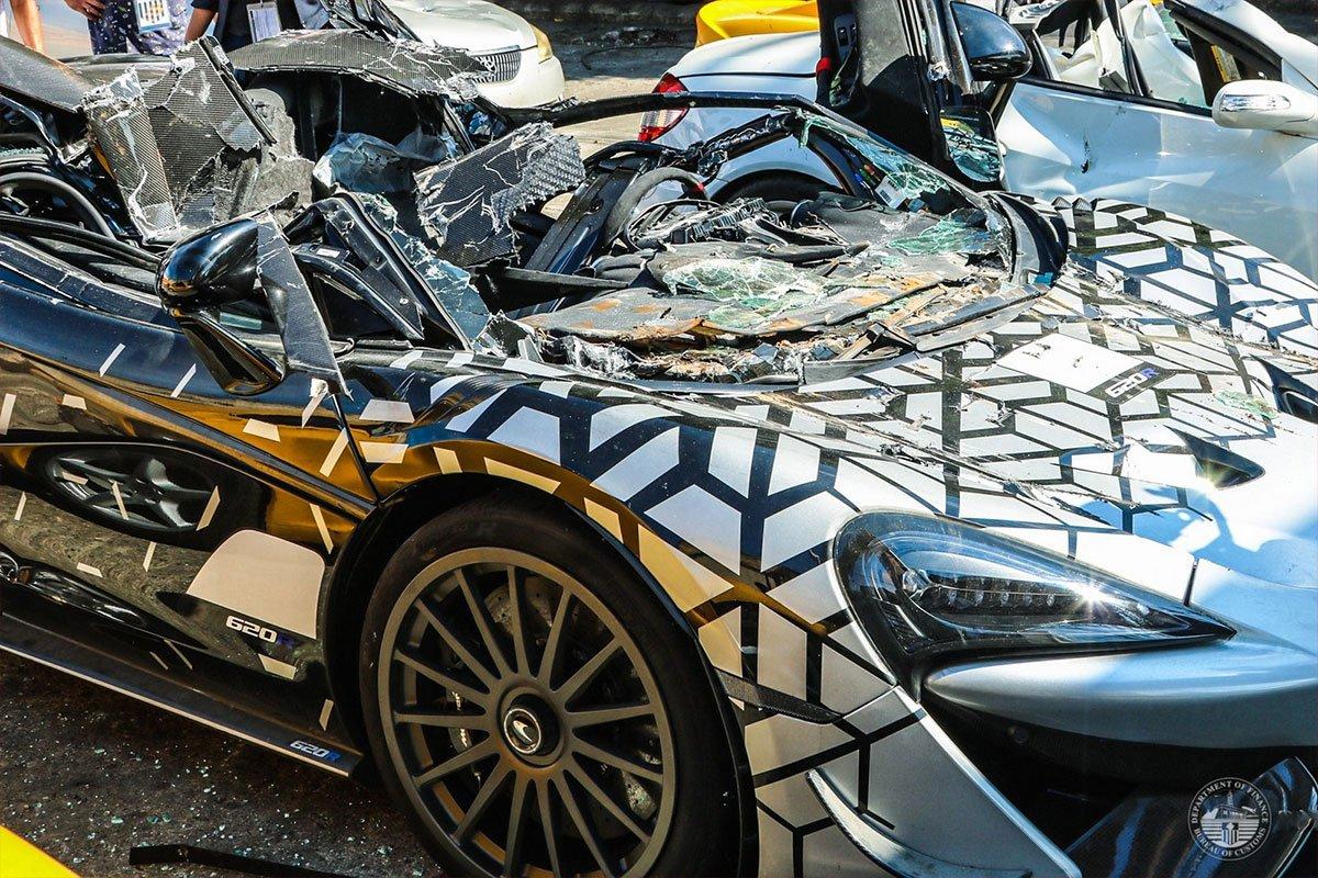 Có giá trị nhất là mẫu xe hàng hiếm McLaren 620R hơn 15 tỷ đồng.