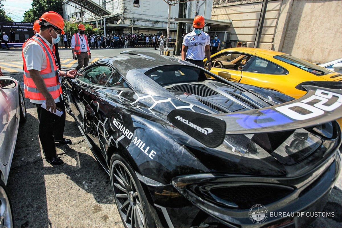 Có giá trị nhất là mẫu xe hàng hiếm McLaren 620R.