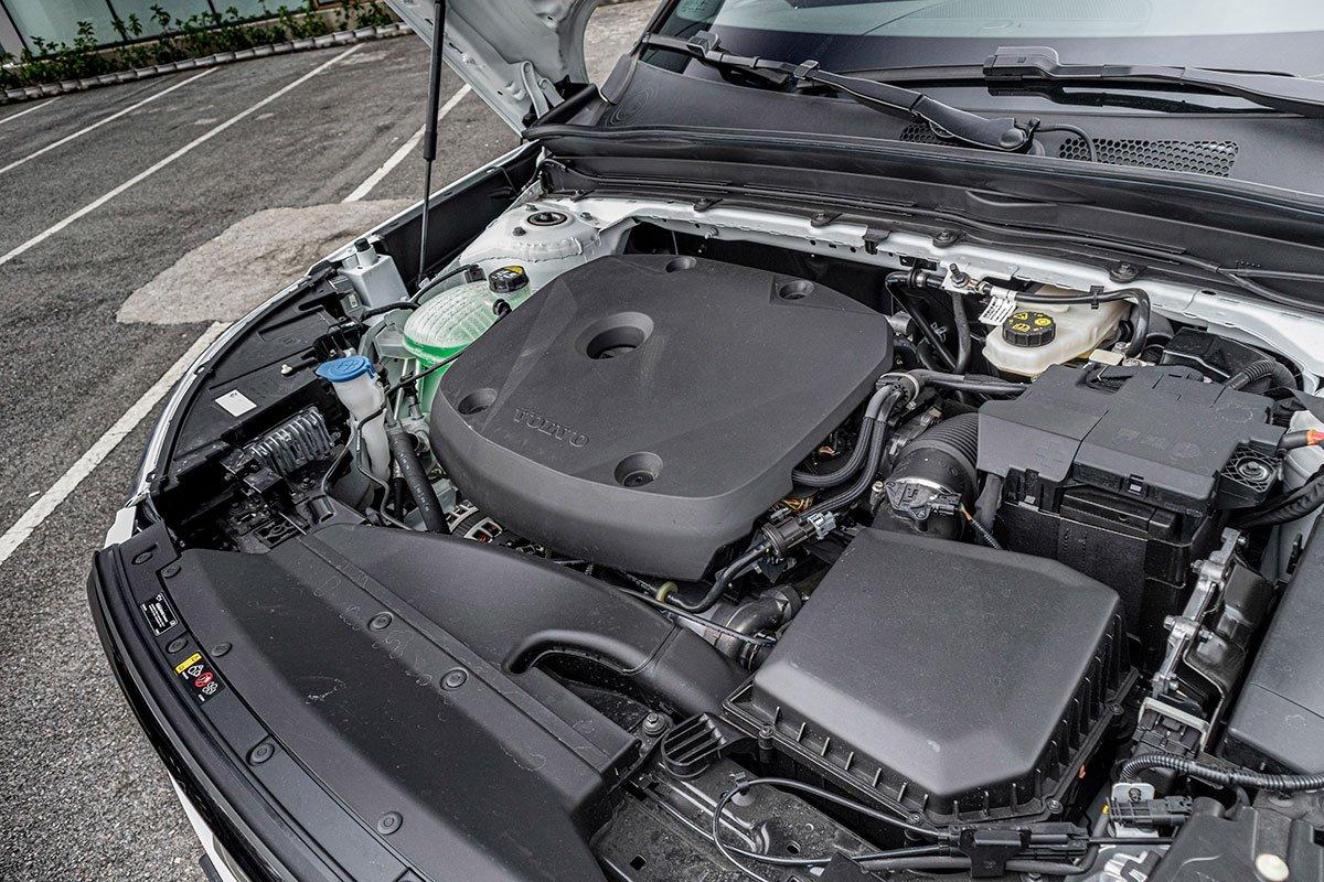 Động cơ xe Volvo XC40 2021.