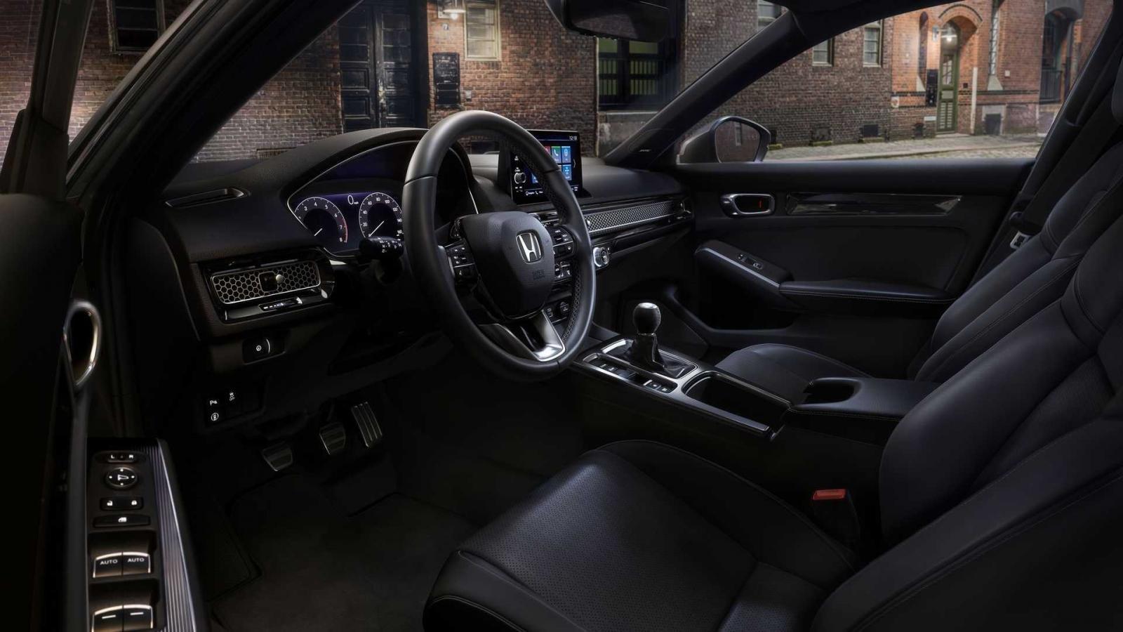 Honda Civic 2022 Hatchback đảm bảo mang đến trải nghiệm lái mượt mà, thoải mái.
