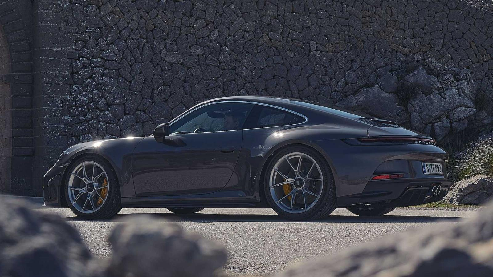 Porsche 911 GT3 Touring 2022 theo đuổi phong cách nhẹ nhàng, lãng tử hơn.