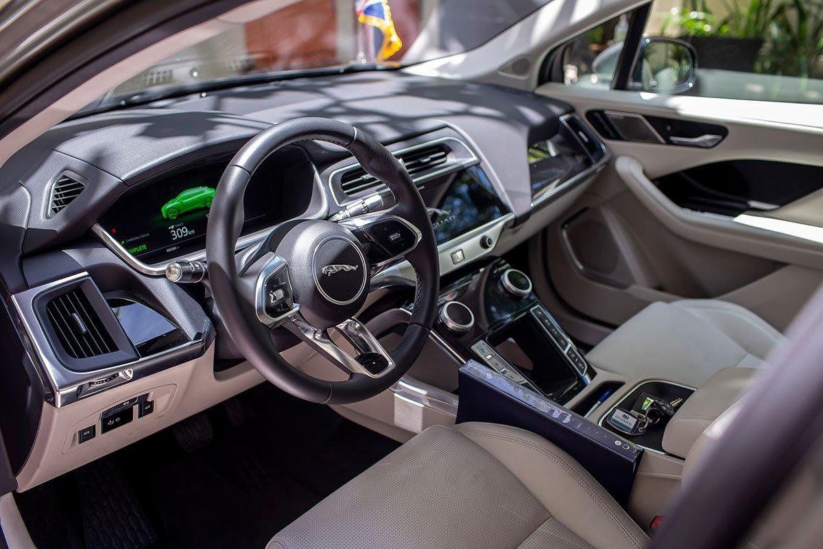 nội thất da Windsor màu Light Oyster với ghế chỉnh điện 14 hướng
