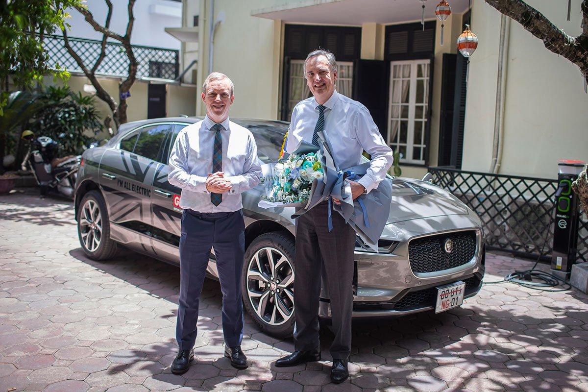 Jaguar Việt Nam bàn giao mẫu xe điện I-Pace đầu tiên tại Việt Nam.