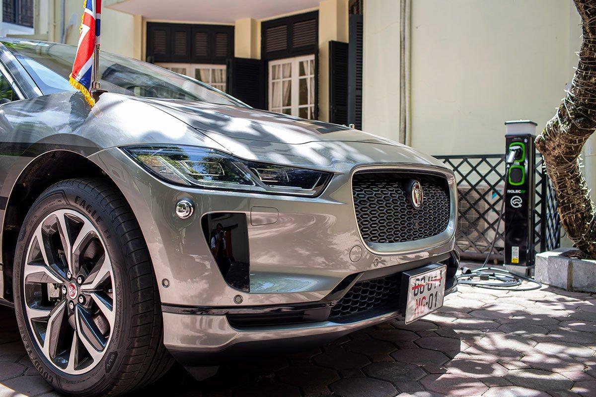 Mẫu xe I-Pace được Jaguar thiết kế theo hướng SUV khỏe khoắn.