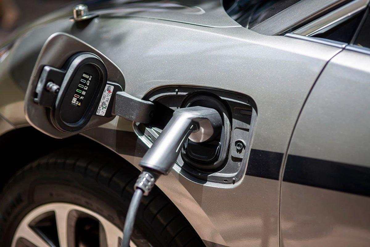 Xe tích hợp pin cho phạm vi di chuyển lên đến 470 km sau mỗi lần sạc.
