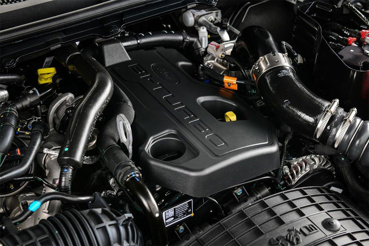 Ranger Raptor X tại Thái Lan trang bị động cơ diesel tăng áp kép 2.0L.