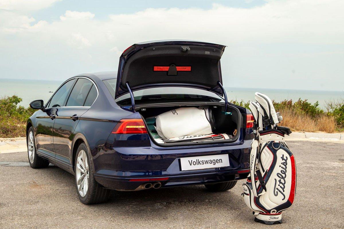 khoang hành lý xe Volkswagen Passat