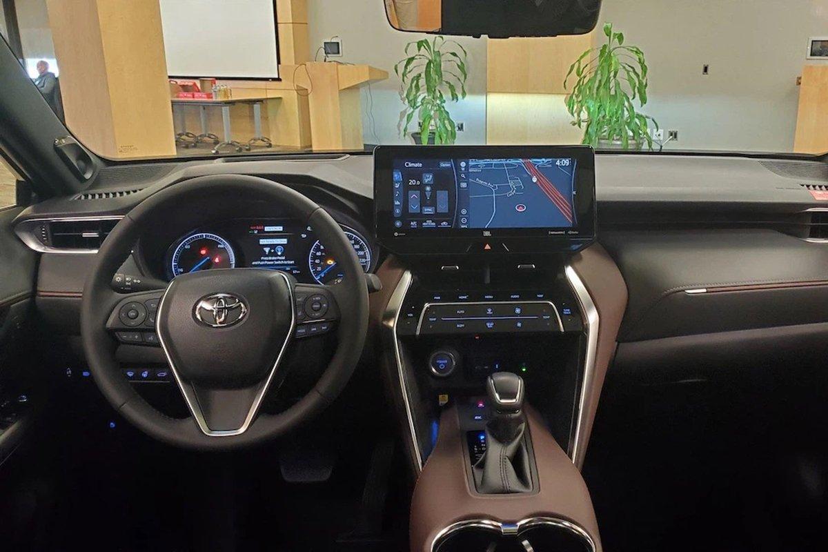 Nội thất Toyota Venza 2021.