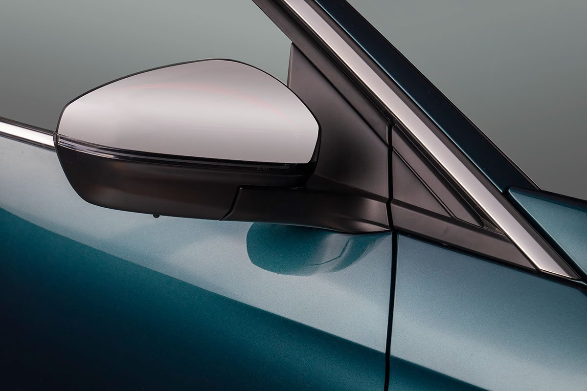 Phía dưới 2 cửa trên Peugeot 3008 mới được trang trí bởi một nẹp chrome cỡ lớn.