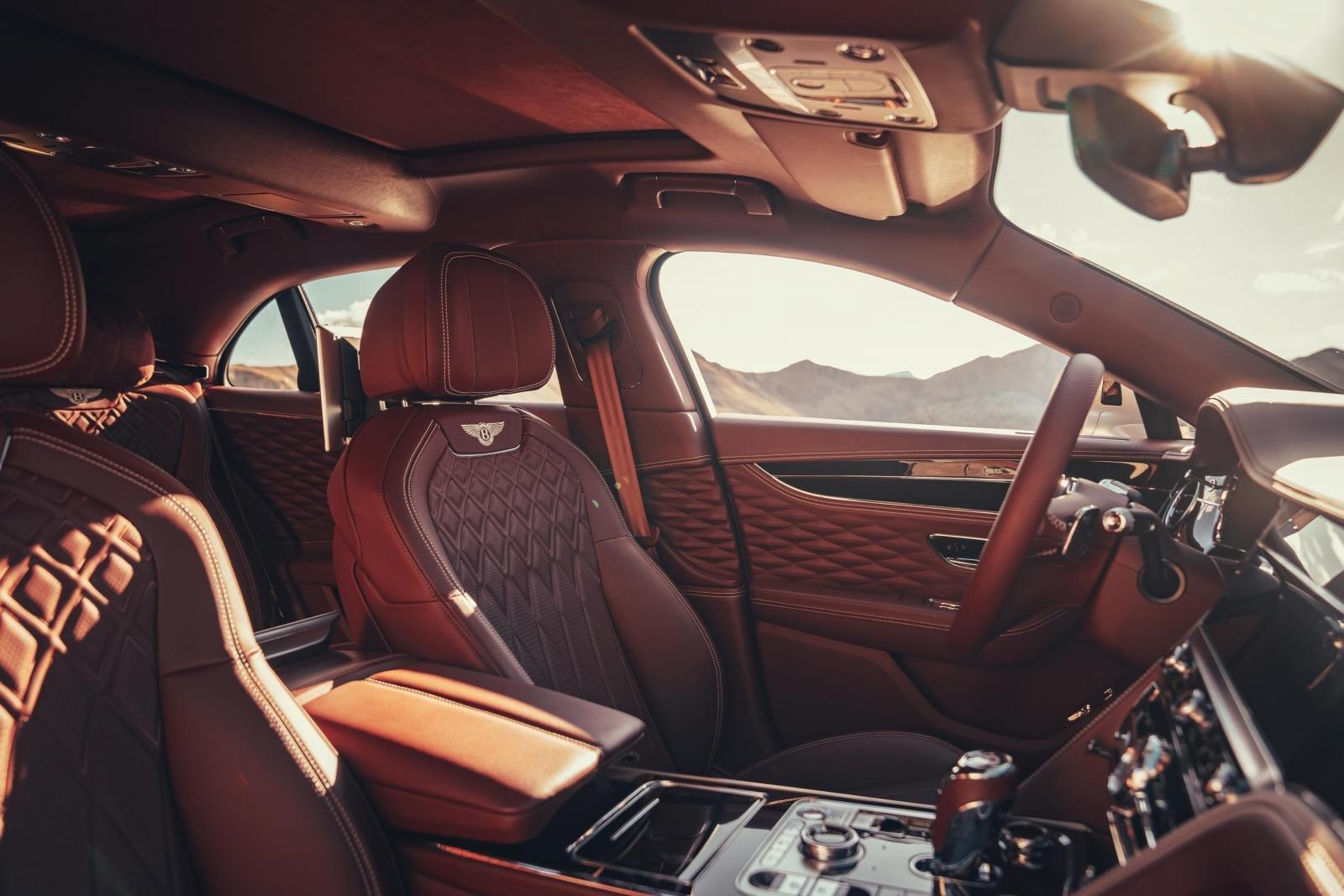 Bentley Flying Spur chú trọng chau chuốt mang đến trải nghiệm người dùng tuyệt đỉnh.