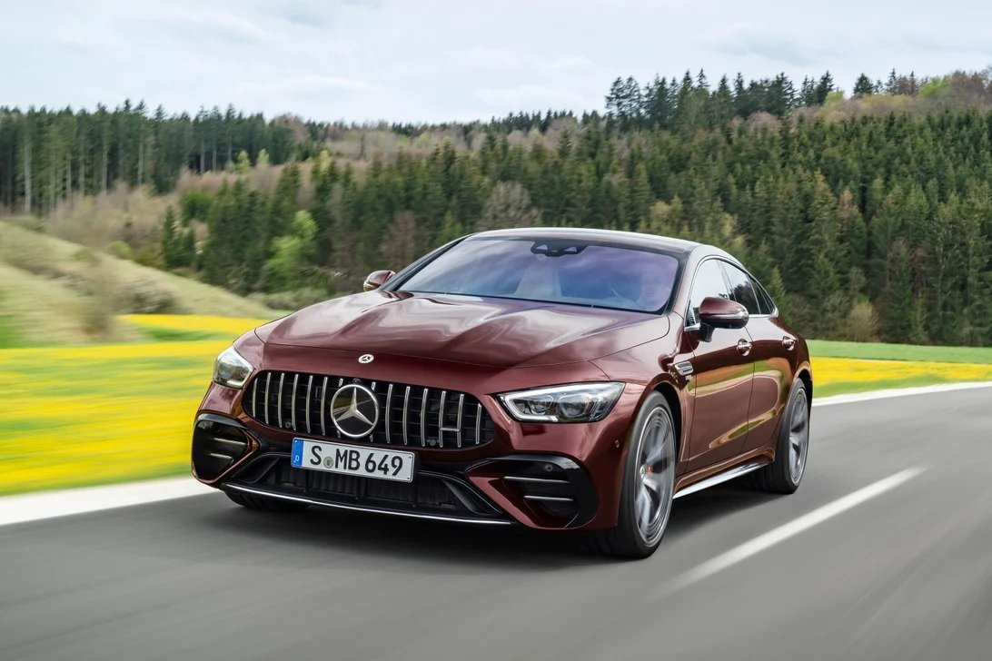 Mercedes-AMG GT mới nâng cấp có gì hấp dẫn.