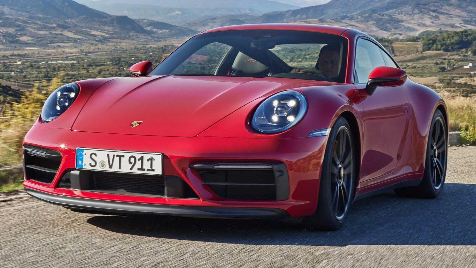 Porsche 911 GTS 2022 mạnh mẽ hơn Carrera S giá từ 3 tỷ đồng.