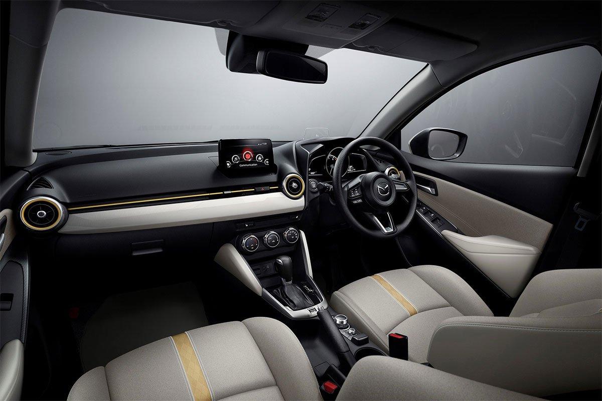 Mazda bổ sung thêm cho phiên bản mới của Mazda2 2021 hệ thống camera toàn cảnh.