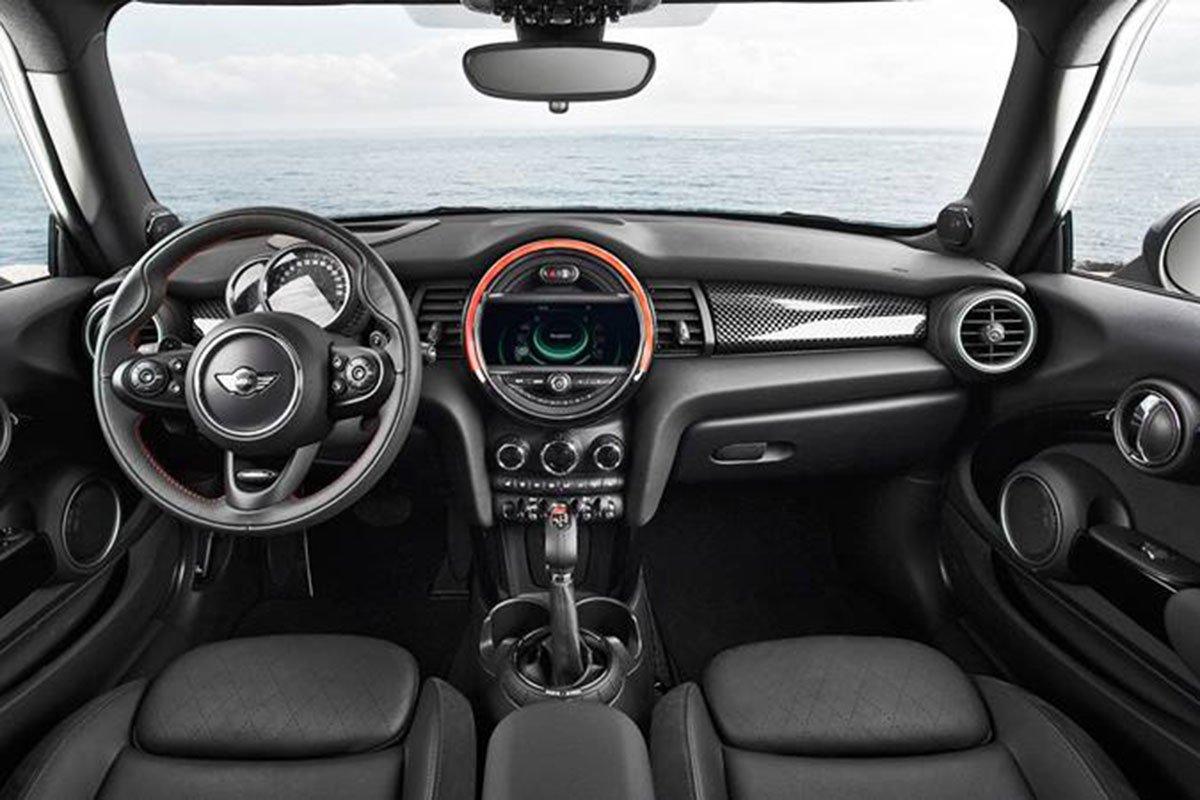 nội thất xe MINI Cooper 5 cửa 2021.