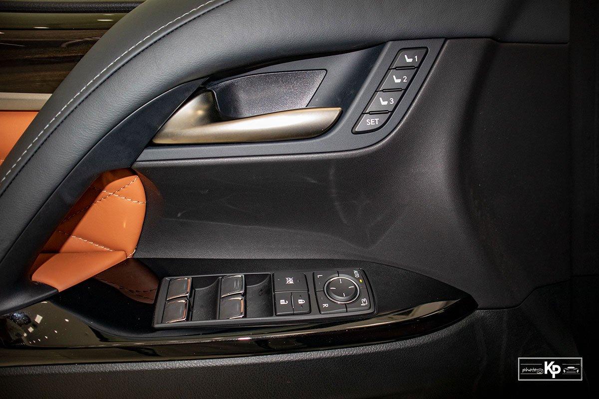 Ảnh Táp-li cửa xe Lexus LX570 Super Sport 2021