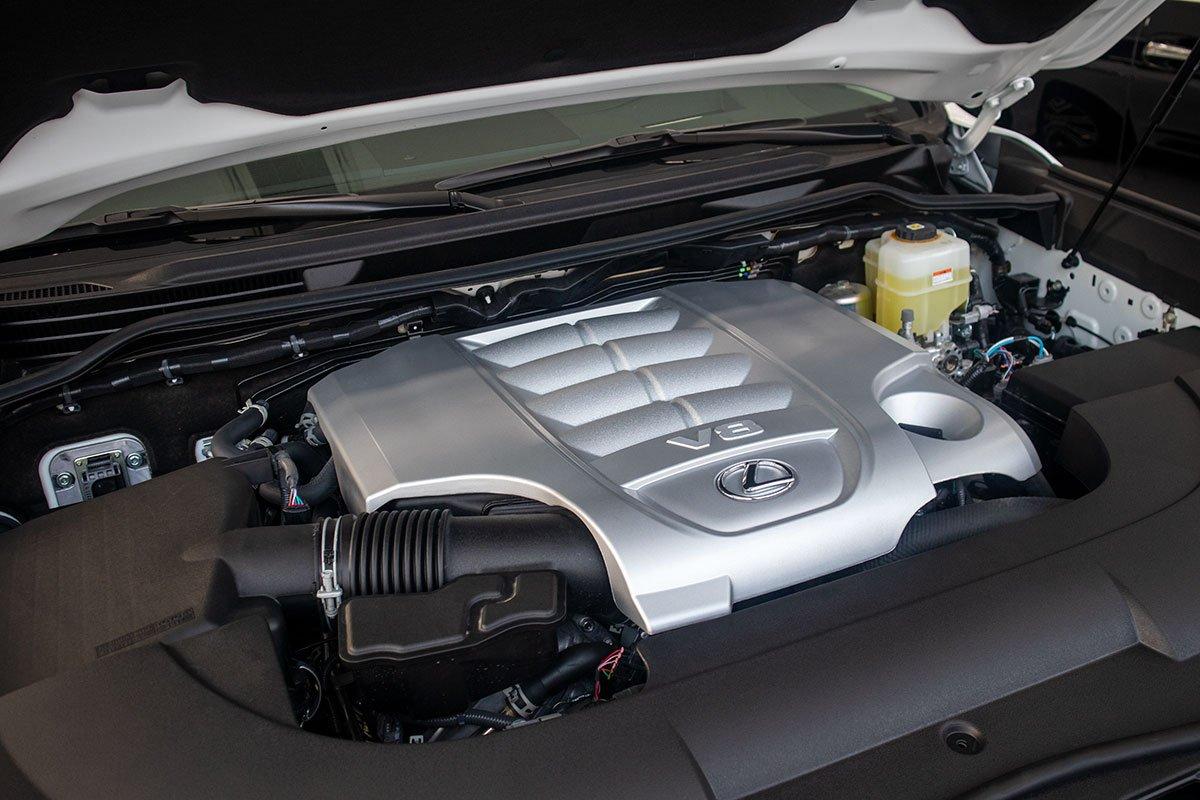 Ảnh Động cơ xe Lexus LX570 Super Sport 2021