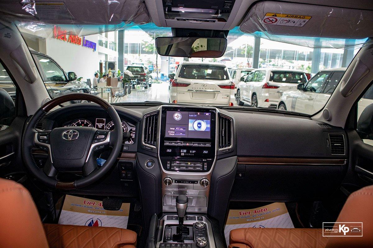 Ảnh Khoang lái xe Toyota Land Cruiser 2021