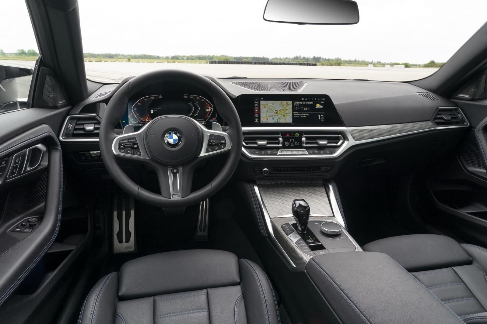 BMW 2-Series Coupe 2022 trang bị tối tân, tích hợp nhiều tính năng tiện lợi.