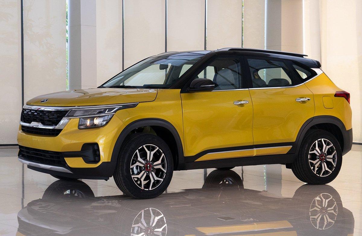 Xe Kia Seltos 7 chỗ phiên bản màu vàng.