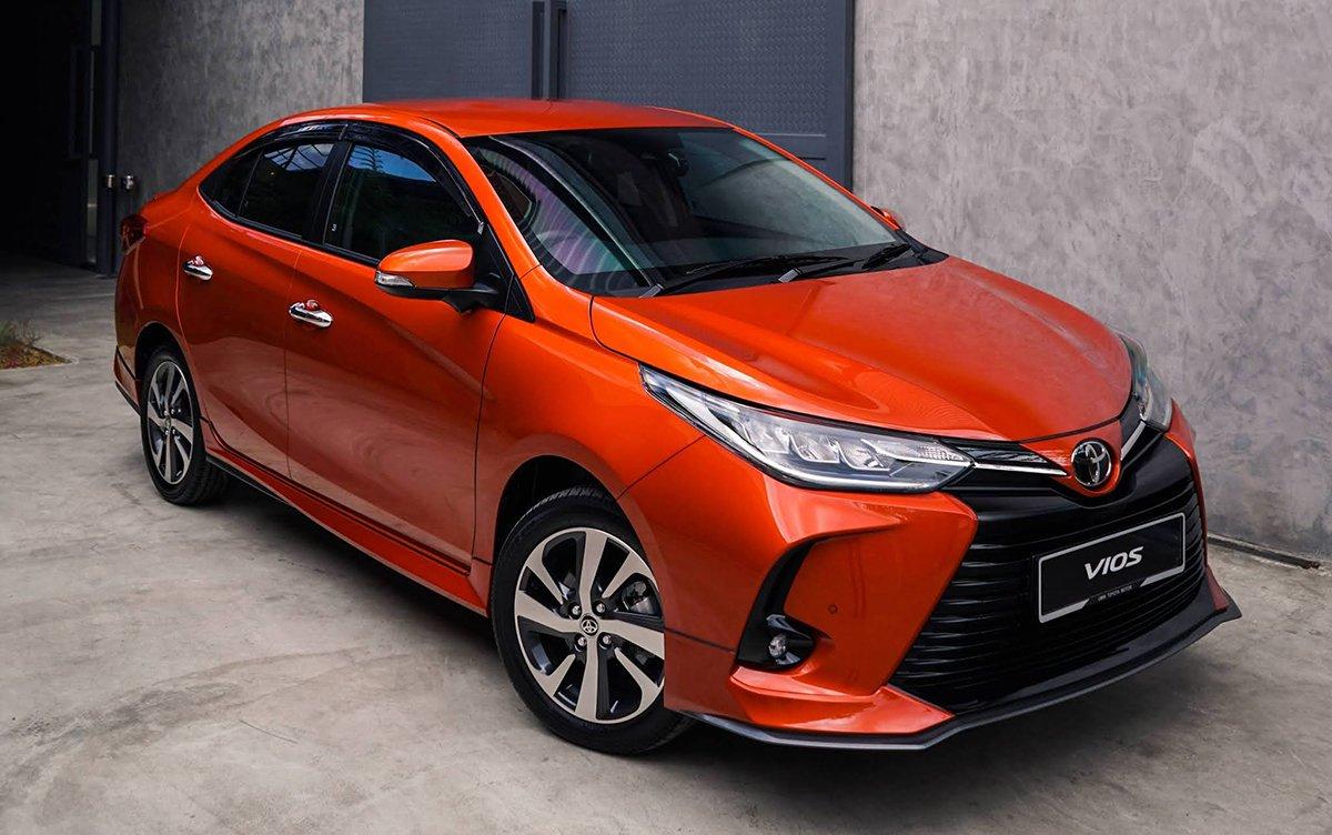 Toyota Vios giá lăn bánh khác nhau tùy phiên bản và tỉnh thành đăng ký, dao động trong khoảng 550 - 750 triệu đồng.