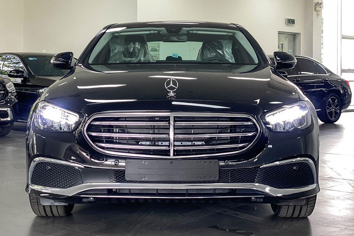 đầu Mercedes-Benz E200 Exclusive.
