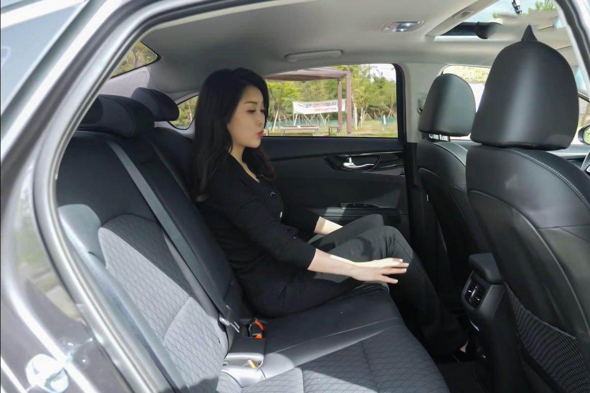 """Người đầu tiên """"bóc tem"""" cùng lúc Kia Cerato 2022 và Hyundai Elantra 2022, so găng mọi góc cạnh a17"""