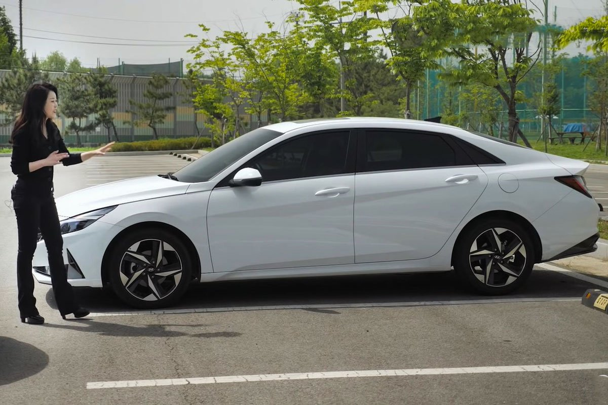 """Người đầu tiên """"bóc tem"""" cùng lúc Kia Cerato 2022 và Hyundai Elantra 2022, so găng mọi góc cạnh a8"""