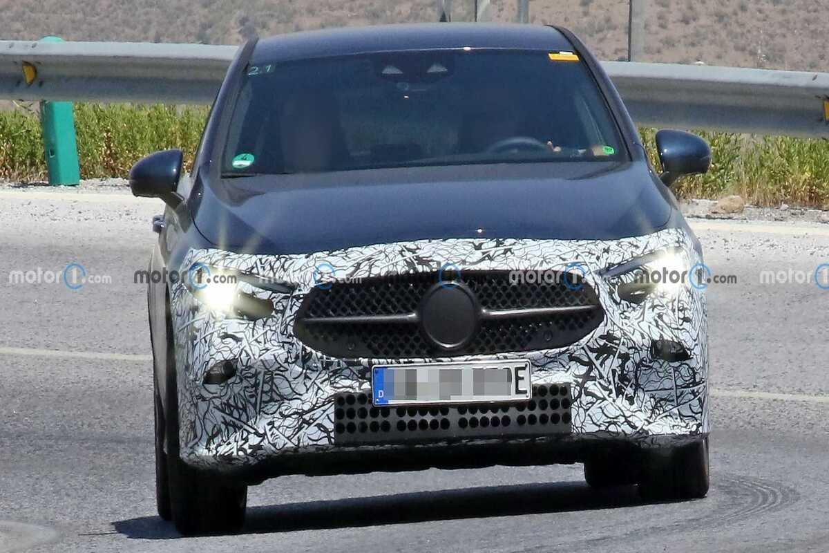 Mercedes A-Class bản nâng cấp mặt trước